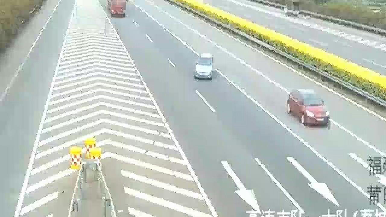 高速惊魂,要不是监控拍下,根本不知这女司机有多作死