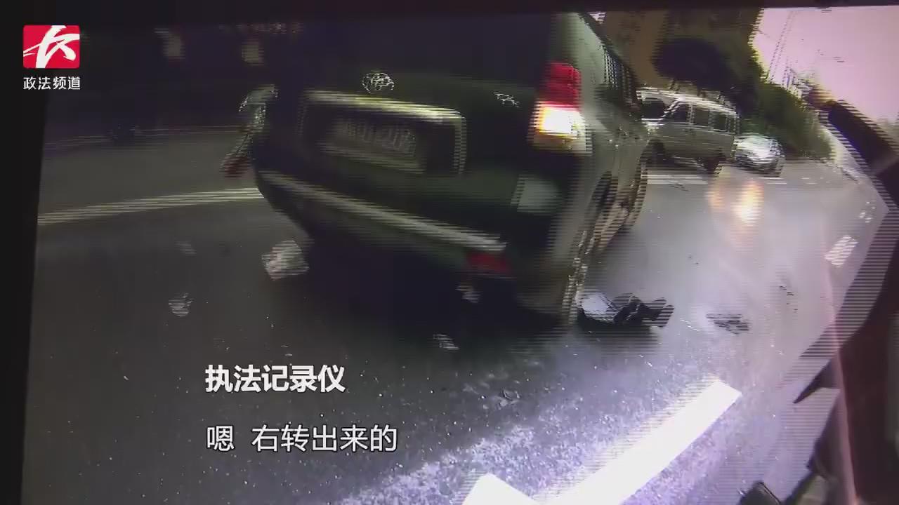 越野车连续变道遇车祸,被撞地连转两圈,逆行停在马路中央