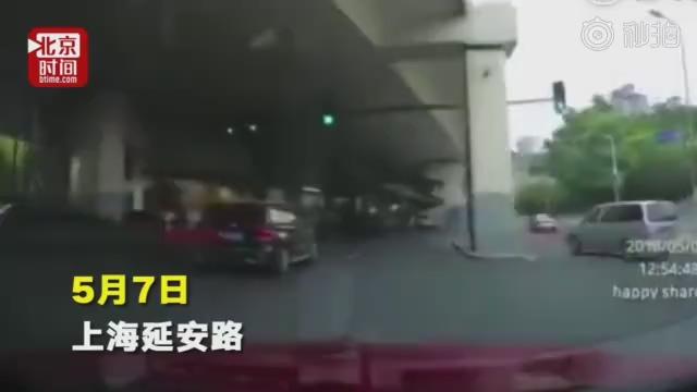 上海高架打架 两车主双双被行拘