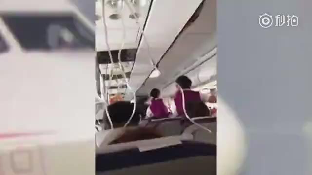 """川航旅客回忆惊魂一幕 飞机坠落如""""电梯失灵"""""""