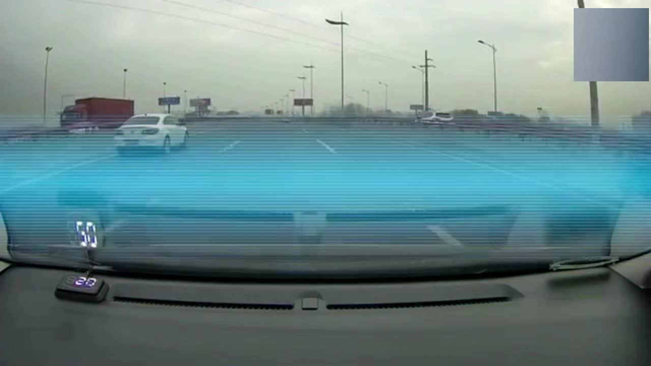 """这种司机就是个大""""祸害""""!小轿车错过高速口,司机立马一脚急刹车!"""