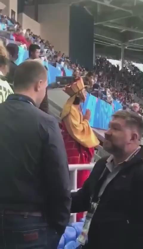 世界杯唐僧现场看球做法