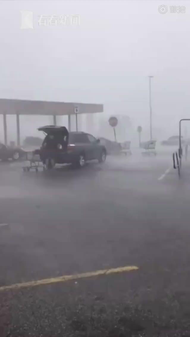 飓风也无法阻止这位70岁老太太——去还购物车!