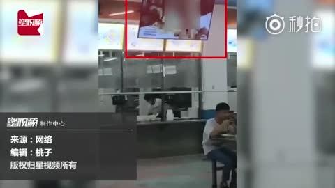 湖南一高校食堂大屏幕播放不雅视频