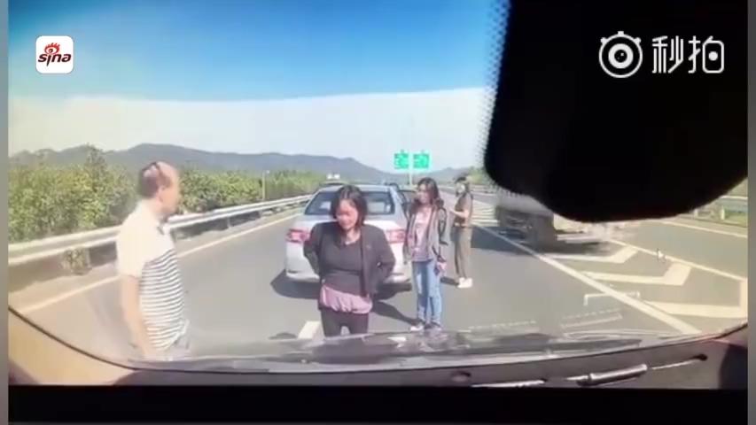 高速车祸不挪车被撞