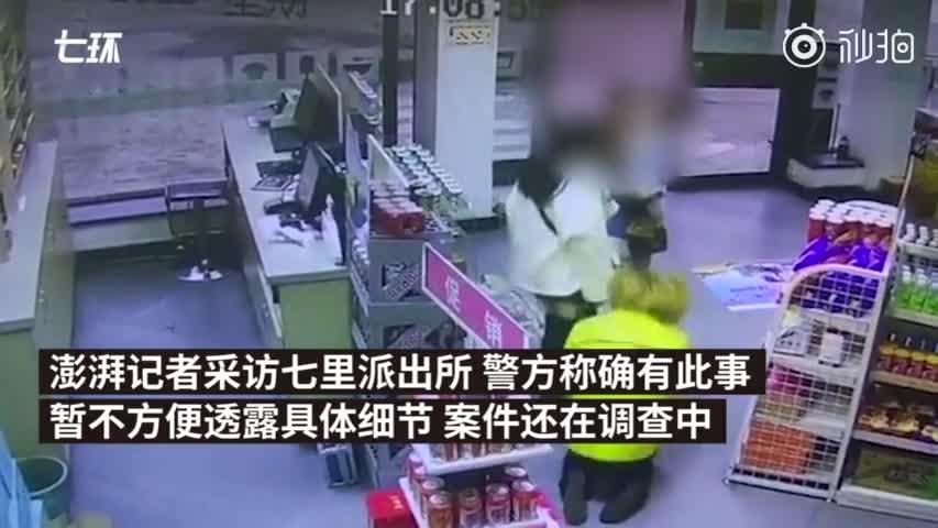 女子驾奔驰加油站起冲突,员工磕头道歉
