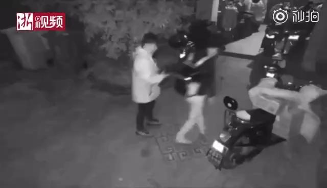 双十一期间快递员凌晨将程序员误认成小偷